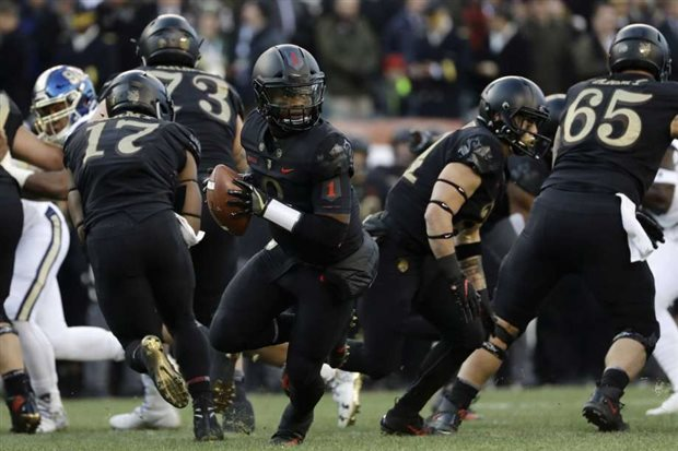 The Army Black Knights are taking on the Houston Cougars today in the 2018  Lockheed Martin Armed Forces Bowl. The game is scheduled for a 3 30 p.m.  start ... 8e39295c5
