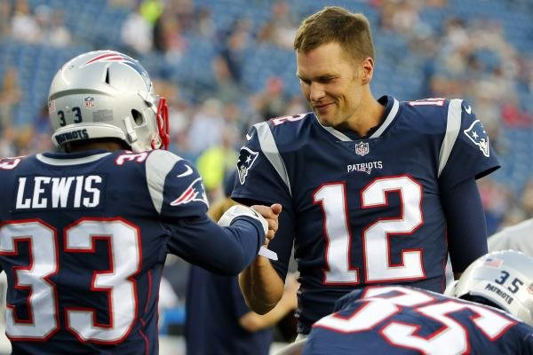 Patriots announce inactives for Week 13 matchup with Bills
