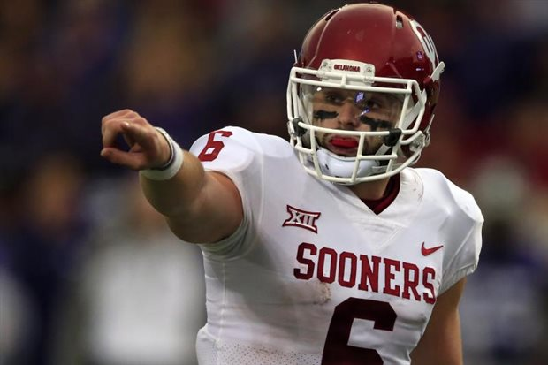 Oklahoma captains take Baker Mayfield's jersey with them to coin toss